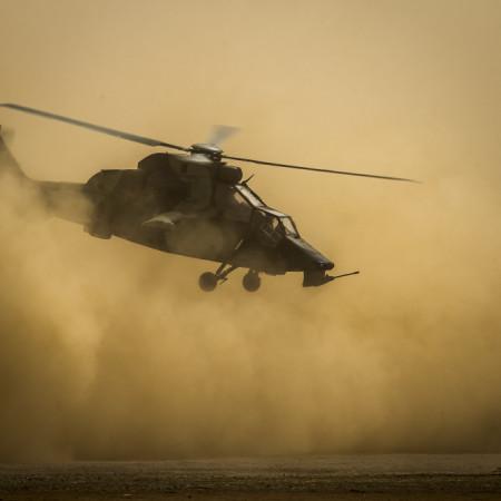 Décollage d'un hélicoptère  Tigre depuis le camp de Tessalit.