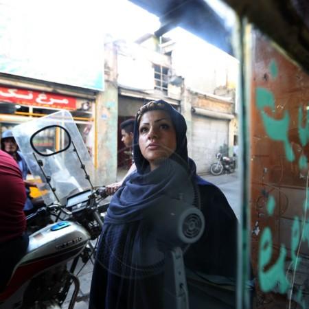 Behnoush dans son quartier de Darvazeh Ghar au sud de TÇhÇran dans le film Seconde chance de Zohreh Soleimani∏ ALEGRIA PRODUCTIONS