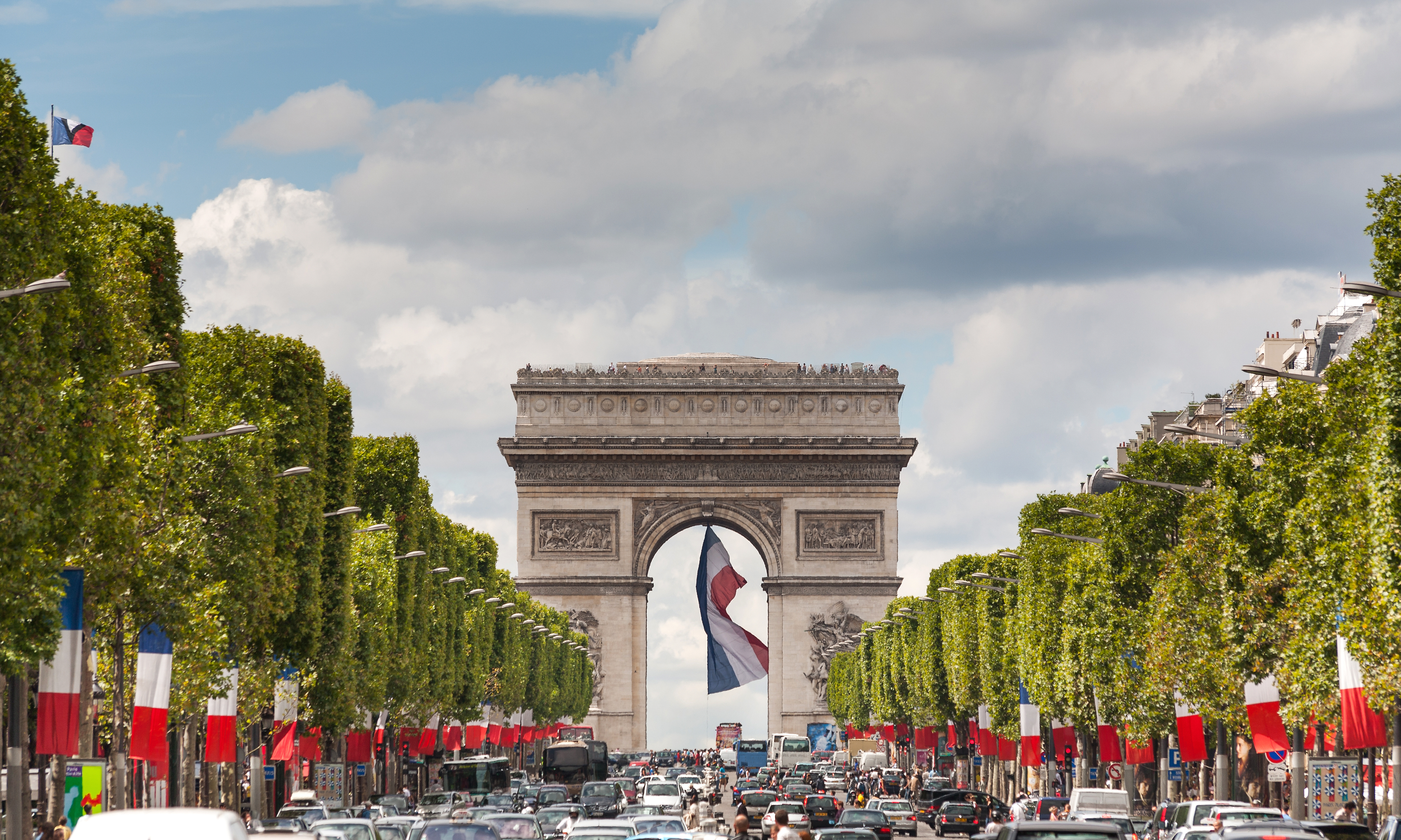 Arc,De,Triomphe,Viewed,Up,The,Champs,Elysees,And,A
