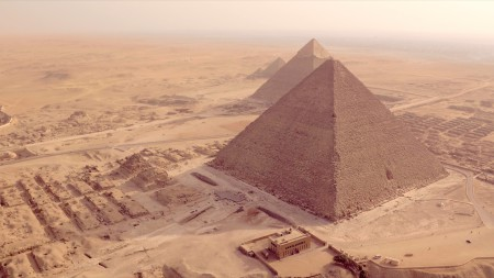 Giza plateau beauty shot 3